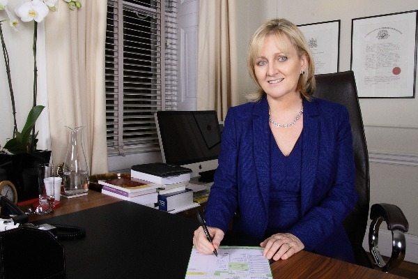 Dr Stephanie Barrett
